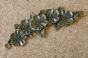 Rangée fleurie, 102mm long (sans les anneaux) par 38mm